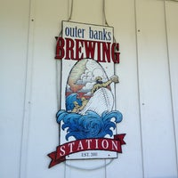 Foto scattata a Outer Banks Brewing Station da AJ il 6/28/2013