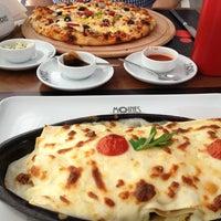 Снимок сделан в Moines Cafe & Fine Dining пользователем Sümeyra T. 9/2/2013