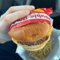 Photo taken at In-N-Out Burger by Guido on 3/18/2020