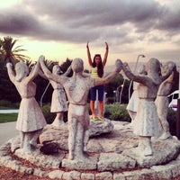 Photo prise au Jardins del Mirador de l'Alcalde par Tasha Frambu le9/21/2013