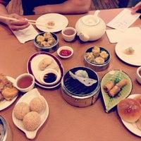 5/24/2013 tarihinde Landon H.ziyaretçi tarafından China Pearl Restaurant'de çekilen fotoğraf