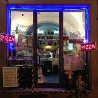 Foto scattata a Pizzeria O' Vesuvio Napoletana Forno Legna da Benoit C. il 3/28/2013