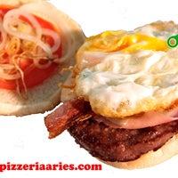 Foto tomada en Pizzeria Aries por Pizzeria Aries el 8/10/2014