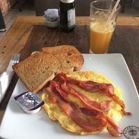 Foto diambil di Café Kairós oleh Suzanne M. pada 9/28/2017