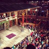 Foto tirada no(a) Shakespeare's Globe Theatre por Katherine S. em 9/24/2013
