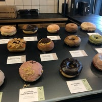 Foto scattata a Crosstown Doughnuts & Coffee da Ghadeer il 6/19/2019