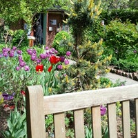 Foto diambil di The Garden at St. Luke in the Fields oleh Ryan W. pada 5/5/2013