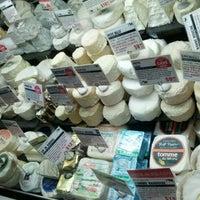 Das Foto wurde bei Murray's Cheese von Ryan W. am 1/27/2013 aufgenommen