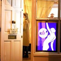 Foto tomada en Sh! Women's Erotic Emporium por Sh! Women's Erotic Emporium el 9/10/2015
