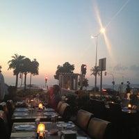 Foto tirada no(a) Muzom Restoran por 𝔡𝔢𝔫𝔧𝔷® em 7/6/2013