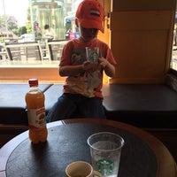 Foto tomada en Starbucks por Tamara G. el 8/4/2014