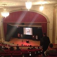 Foto tirada no(a) The Town Hall por Randi G. em 9/20/2013