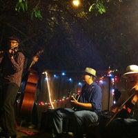 Foto tomada en Bacchanal Wine por Rishi el 4/13/2012