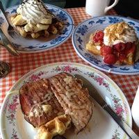 Foto tomada en The Waffle Window por Elspeth N. el 11/20/2011