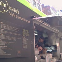 10/28/2011에 Katherine M.님이 Taïm Mobile Falafel & Smoothie Truck에서 찍은 사진