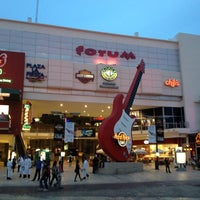 Foto diambil di Forum Cancún oleh Pepe C. pada 6/15/2012