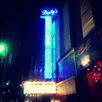 Photo prise au Busby's East par Weezer M. le9/28/2012