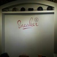 Photo prise au Sneaker par Sekou W. le1/31/2014