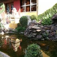 Foto diambil di Golden Plaza Chinese Restaurant oleh Ana Carla C. pada 6/22/2013