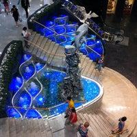 รูปภาพถ่ายที่ Ocean Plaza โดย Янина Я. เมื่อ 5/18/2013