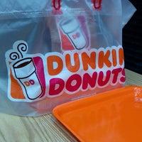 12/31/2013 tarihinde Toto S.ziyaretçi tarafından Dunkin Donuts'de çekilen fotoğraf