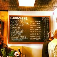 รูปภาพถ่ายที่ Half Acre Beer Company โดย Phil B. เมื่อ 1/26/2013