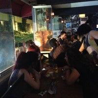Foto tirada no(a) Happy Hours Pub por Özge B. em 6/29/2013