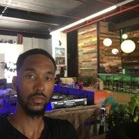 7/17/2017 tarihinde KoolDaveziyaretçi tarafından Wynwood Cafe'de çekilen fotoğraf