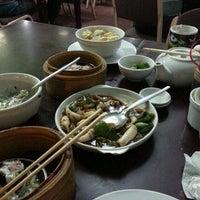 Das Foto wurde bei Ying Ying Tea House von Мариа am 6/3/2015 aufgenommen