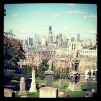 Foto tirada no(a) Green-Wood Cemetery por sonia m. em 10/21/2012