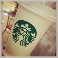 Das Foto wurde bei Starbucks von Alessandra P. am 4/5/2013 aufgenommen