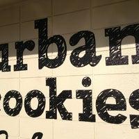Foto tomada en Urban Cookies Bakeshop por Alena F. el 4/4/2013