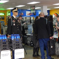 12/17/2013 tarihinde Commando Military Supplyziyaretçi tarafından Commando Military Supply'de çekilen fotoğraf
