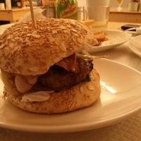 2/23/2013에 Jose H.님이 La Castanya Gourmet Burger에서 찍은 사진
