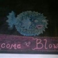 Foto tirada no(a) Blowfish Bar & Grill por Danielle J. em 6/9/2013