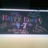 Foto tirada no(a) Blowfish Bar & Grill por Danielle J. em 6/8/2013