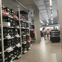 283662936 ... Foto tirada no(a) adidas Outlet Store por Sergio G. em 7  ...