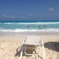 Das Foto wurde bei Forum Beach Club von Talia G. am 4/13/2013 aufgenommen