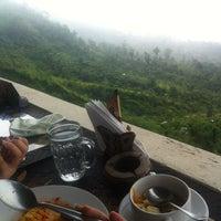 4/11/2013에 Zee A.님이 Sari Restaurant에서 찍은 사진