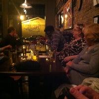 รูปภาพถ่ายที่ Father Tom's Pub โดย Tracy C. เมื่อ 2/15/2013