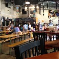 รูปภาพถ่ายที่ Lost Rhino Brewing Company โดย Tim B. เมื่อ 7/5/2013