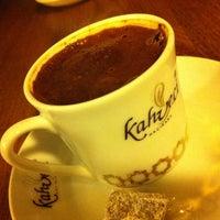7/29/2013 tarihinde Ersin 🐝ziyaretçi tarafından Kahveci Hacıbaba'de çekilen fotoğraf