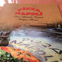 Photo prise au Pizza Napoli par Hande D. le10/26/2014