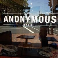 Photo prise au Anonymous Café par Michael W. le12/18/2013