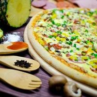 Foto tomada en Monster Pizza por Jorge A. el 4/5/2013