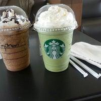 Das Foto wurde bei Starbucks von Stefany H. am 11/1/2013 aufgenommen