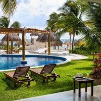 Das Foto wurde bei Excellence Playa Mujeres von Excellence Playa Mujeres am 5/23/2016 aufgenommen