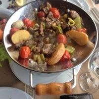 6/7/2015 tarihinde Emre D.ziyaretçi tarafından Körfez Aşiyan Restaurant'de çekilen fotoğraf