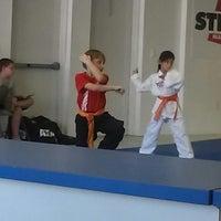 Foto tomada en ATA Karate por Beth S. el 9/5/2014