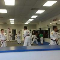 Foto tomada en ATA Karate por Beth S. el 8/20/2014